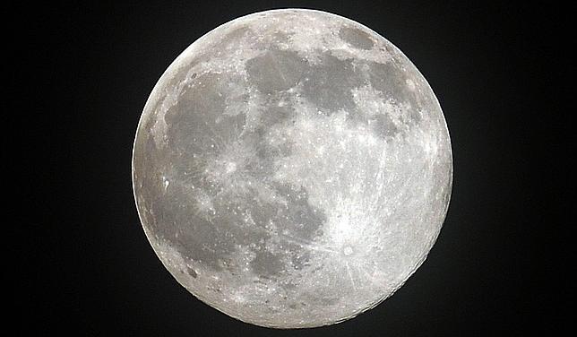 sistemul solar Luna