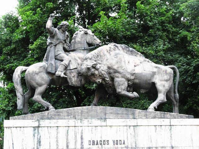 monumentul-dragos-voda-si-zimbrul-campulung-moldovenesc