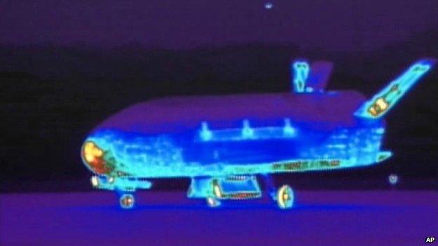 x-37b naveta poza in infrarosu